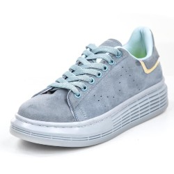 gray and white tennis shoe
